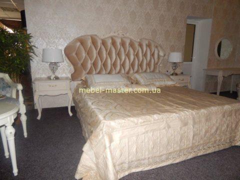 Белая резная классическая спальня с мягким изголовьем Карпентер 286