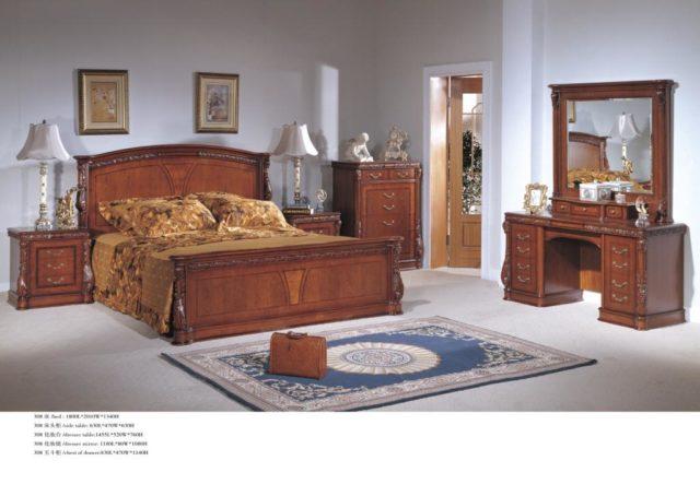 Классическая кровать с тумбочками из массива натурального дерева