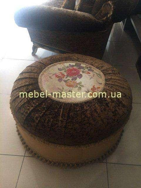 Классический коричневый румынский пуф в гостиную