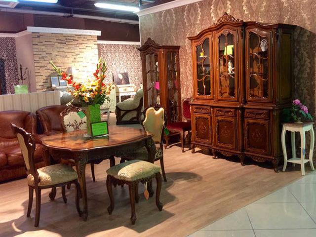 Распродажа гостиных: стенки, витрины, столы и стулья. Акции, скидки