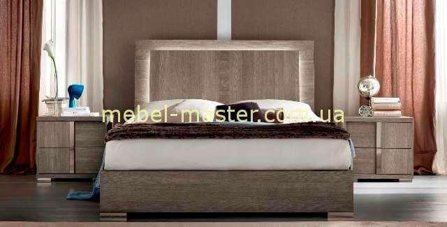 Напротив, комфортная и удобная мебель, которая сочетается с традиционными тонами классицизма (пастельные тона), качественными тканями, элементами скульптуры создают спокойную, умиротворяющую атмосферу