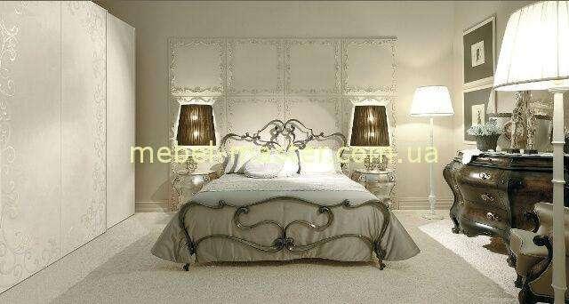 В последнее время распространилась мода на кровати с коваными спинками, с кружевными украшениями, цветами.