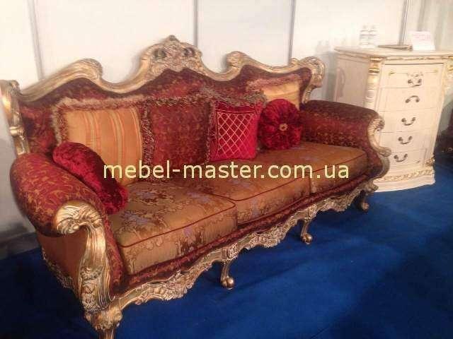 Красный классический диван в стиле барокко Италия