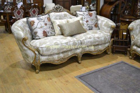 Дорогой классический диван в стиле Прованс со скидкой.