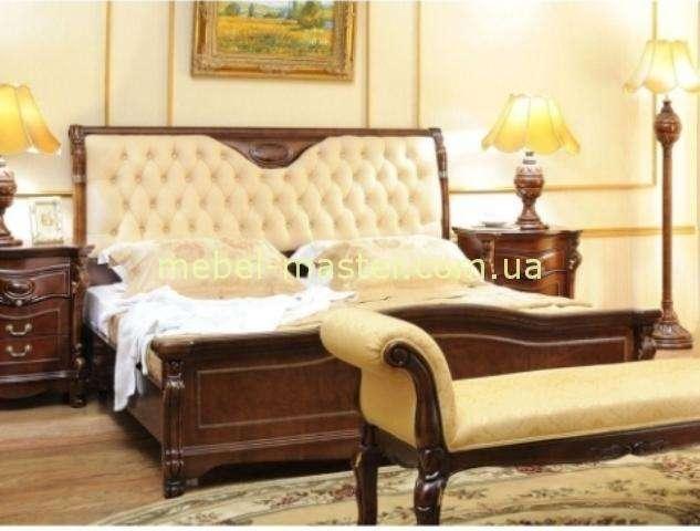 Кровать с прямым изголовьем и светлой кожей Карпентер 201.