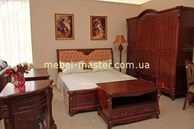 Ореховая кровать В в мебельный комплект Карпентер 201