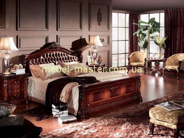 Кровать из массива для спальни Карпентер 208 в цвете махагон с мягким изголовьем