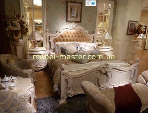 Дорогая элитная белая кровать с резным кожаным изголовьем Карпентер 228