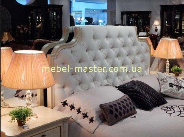 Кровать с мягким изголовьем Мисьер