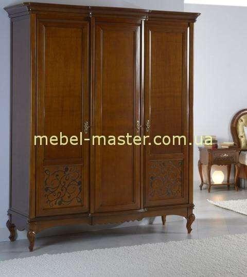 Трехдверный коричневый шкаф из массива бука Матео, Румыния