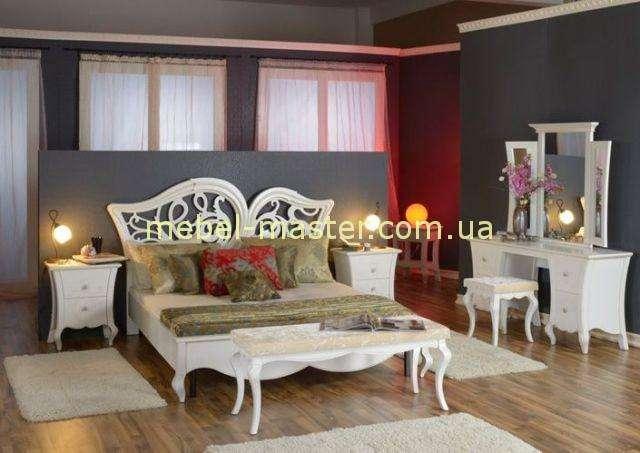Белая румынская кровать Капри с резной спинкой