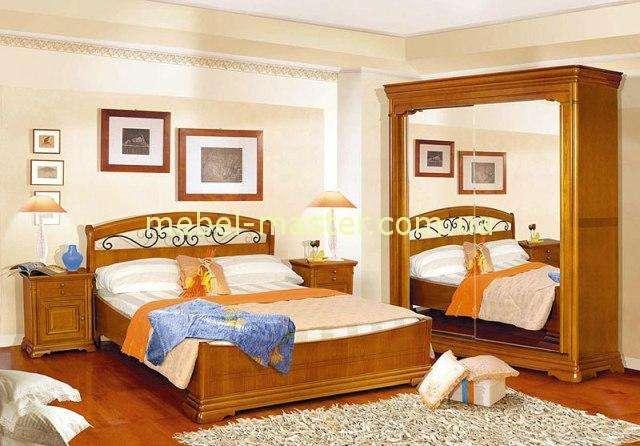 Деревянная румынская кровать с кованым изголовьем Элеганс. Румыния