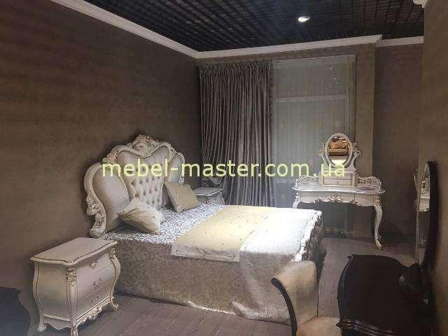 Кроватьб, тумбочка, стол туалетный малый в мебельный гарнитур Пале Рояль. Китай