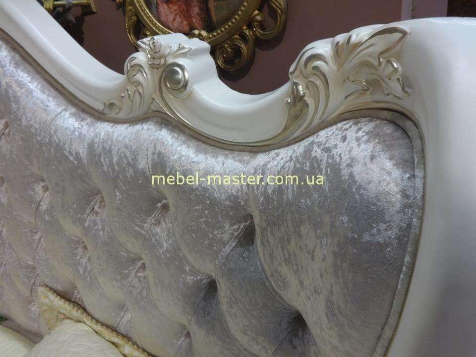 Резные узоры на кровати Версаль