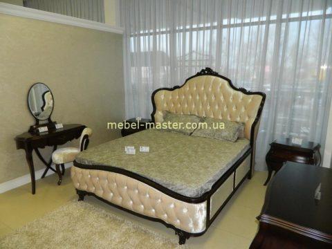 Классическая кровать с тумбочками для спальни Грация