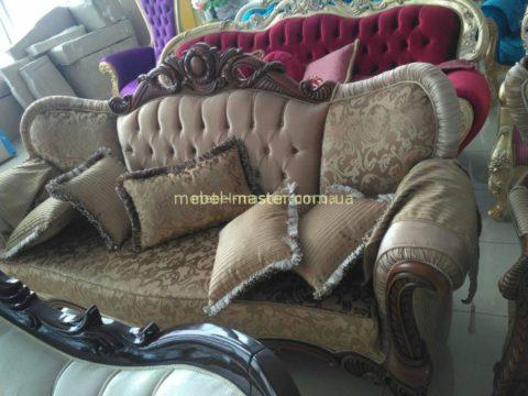Недорогой диван классический в стиле барокко Караса