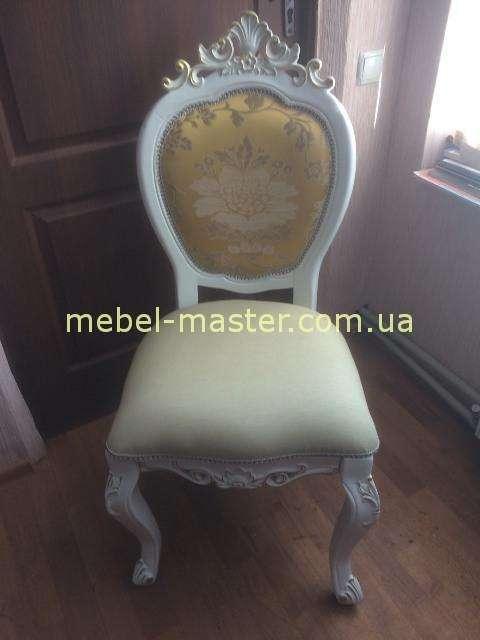 Белый классический стул в золотой обивке 8069