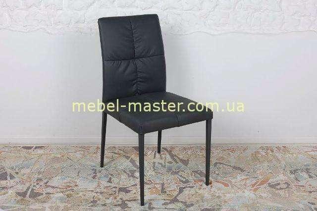 Черный стул в таки Баден, Николас