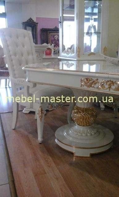 Живое фото обеденного стола Эрмитаж, Нога с золотой патиной