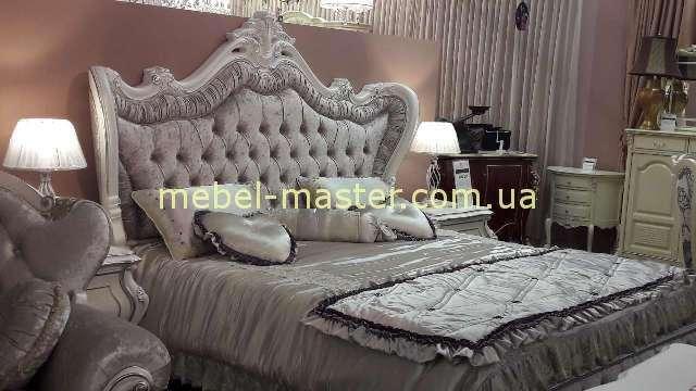 Кровать с резным изголовьем в версальском стиле, Энигма