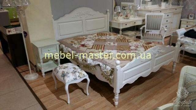 Белая резная кровать Пролвуанс из массива натурального дерева. Италконцепт