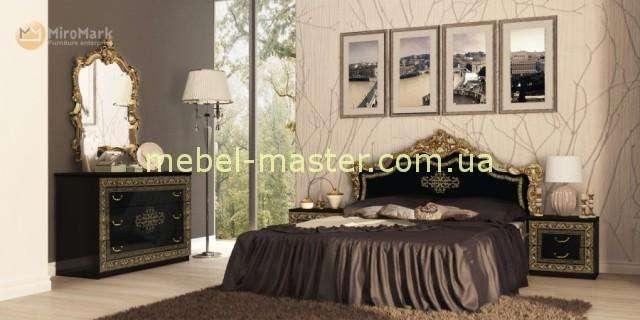 Черная глянцевая кровать с твердым изголовьем для