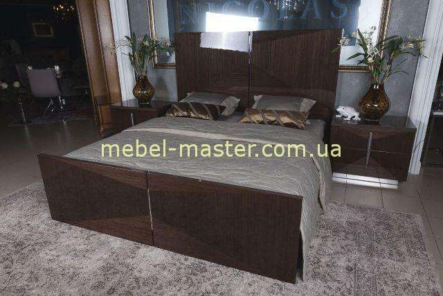 Красивая кровать с прямым изголовьем Жардин,