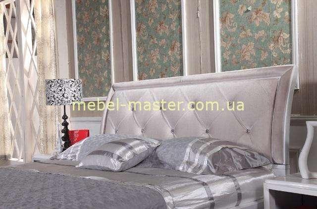 Модерновая кровать со стразами сваровски Амели, Малайзия