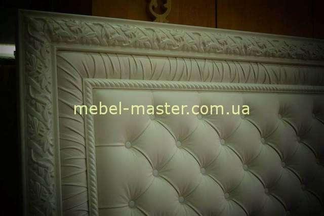 Деревянная кровать с прямым обитым изголовьем Сакраменто