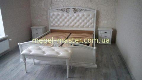 Белая резная кровать с мягким изголовьем Орнелла