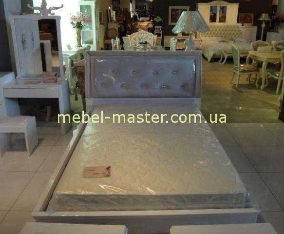 Недорогая белая глянцевая спальня Амели