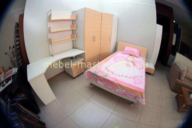 Комплект мебели в детскую в оранжевом цвете
