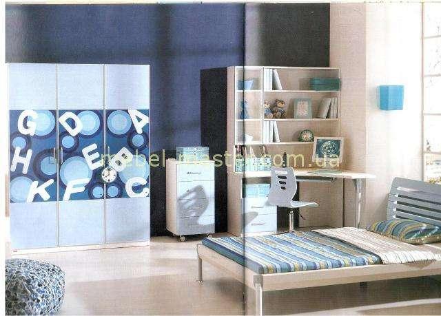 Комплект мебели в голубом для детской спальни