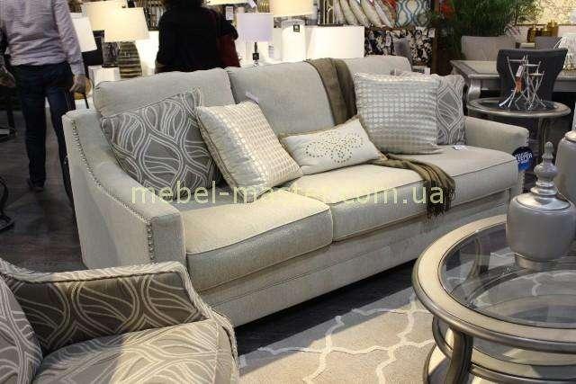 Стильный трехместный классический диван 8160139
