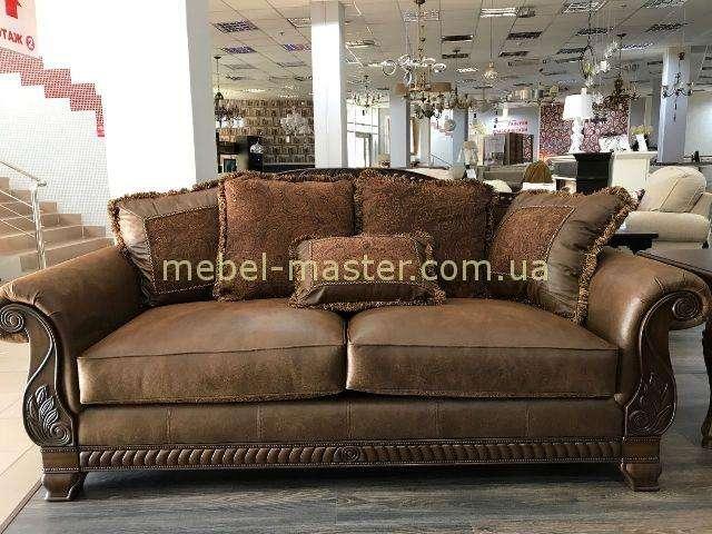 Классический коричневый диван Эшли. Комбинация кожи и ткани.