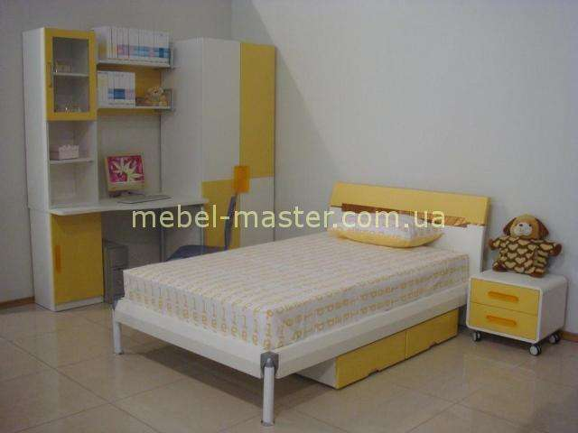 Бело-желтая мебель для детской комнаты