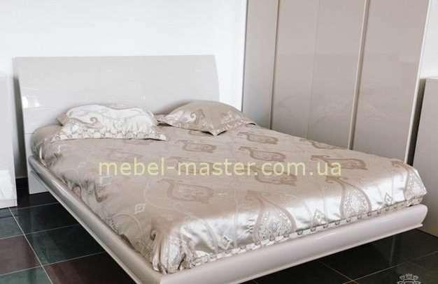 Недорогая бежевая глянцевая кровать с твердым изголовьем Тиффани, София