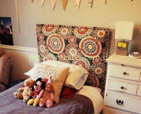 Мягкое прямое изголовье для детской кровати с цветочным фигурным принтом