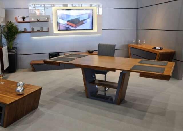 Раздвижной стол великолепно впишется в интерьер любого помещения и придаст вашему жилищу солидный вид.